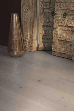 La couleur Treasure est un gris cendré qu'on peut utiliser «comme élément central d'un décor actuel aux accents rustiques». ()