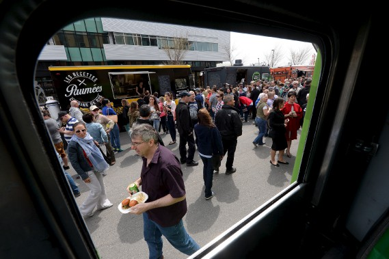 Onze camions de cuisine de rue étaient réunis au Marché public de Lévis (Le Soleil, Erick Labbé)
