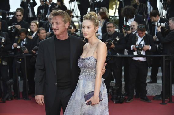 L'acteur américain Sean Penn, accompagné de sa fille, Dylan Penn, arrivent à la projection de «The Last Face». (AFP)