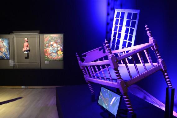 À la fin de l'exposition <em>La Fabrique des monstres</em>, on traverse une chambre d'enfant qui semble avoir été imaginée par Salvador Dali. (Photo Le Progrès-dimanche, Jeannot Lévesque)