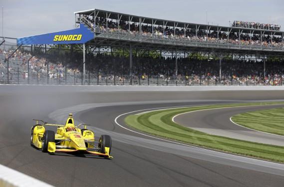Le Brésilien Helio Castroneves ax essais d'Indianapolis (AP, Michael Conroy)