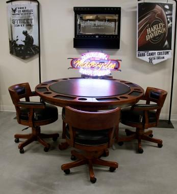 Table de poker en bois massif. (Mélissa Bradette)