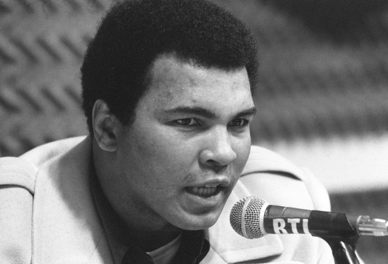 Muhammad Ali à Paris en 1976, lors de la parution de son autobiographie<em> The Greatest</em>. (Photo Archives AFP)