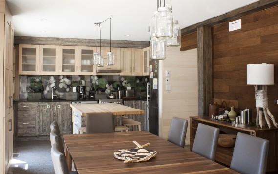 La cuisine et la salle à manger offrent une vitrine à plusieurs manufacturiers. Les architectes ont eu le défi d'harmoniser leurs produits, leurs meubles et leurs accessoires. (Photo Marjelaine Sylvestre)