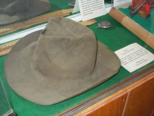 Le chapeau que Bob Dalton portait lors de la fusillade où il a trouvé la mort (Collaboration spéciale Ian Bussières)