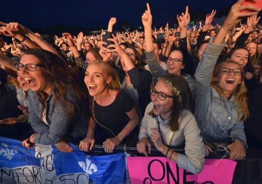 Plus qu'une succession de groupes sur scène, c'est à un véritable mini-festival que Mumford & Sons a convié son public. (Le Soleil, Jean-Marie Villeneuve)