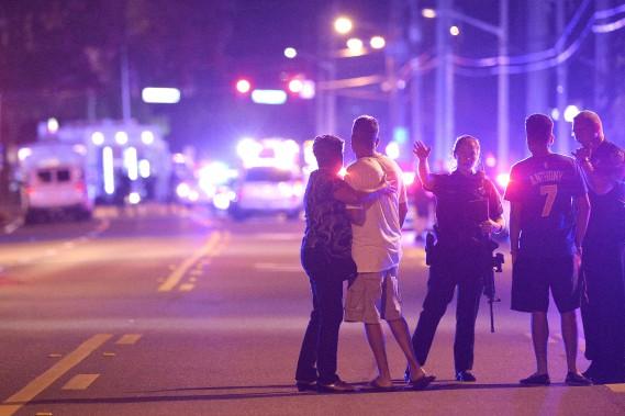 Les enquêteurs cherchent désormais à comprendre le mobile de l'homme lourdement armé. (AP, Phelan M. Ebenhack)
