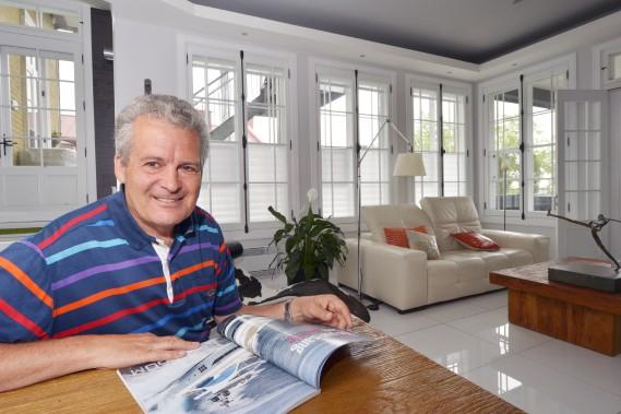 «J'ai eu beaucoup de maisons dans ma vie. Celle-ci est la dernière», dit Claude Malenfant, à propos de son condo qu'il a complètement rénové. (Le Soleil, Jean-Marie Villeneuve)