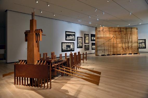 C'est ce matin que les médias étaient invités à découvrir le nouveau pavillon Pierre Lassonde du Musée national des Beaux-Arts du Québec. Ils ont également eu l'occasion de jeter un coup d'oeil aux nouvelles expositions mettant en valeur l'art contemporain et de voir trois oeuvres d'art public conçues pour le pavillon. (Le Soleil, Patrice Laroche)