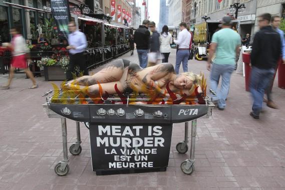 L'organisation PETA (Pour une éthique dans le traitement des animaux) avait son propre grill. (PATRICK WOODBURY, LeDroit)