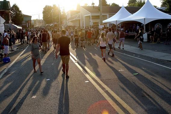 Des dizaines de milliers d'amateurs de rock ont envahi Montebello le week-end dernier. (Patrick Woodbury, LeDroit)
