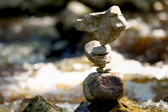 Tim Anderson s'est familiarisé avec les roches de la région pour les démonstrations qu'il a faites lasemaine du 19juin. (Photos Denis Baribault)
