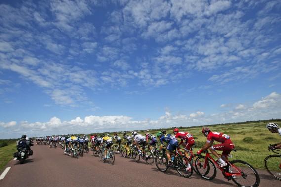 Un paysage à couper le souffle lors da la première étape du Tour de France à Utah Beach.<strong></strong> (AP, Christophe Ena)