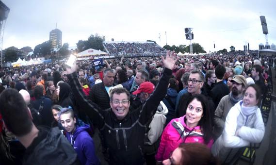 La foule au spectacle de Sting et Peter Gabriel (Le Soleil, Jean-Marie Villeneuve)