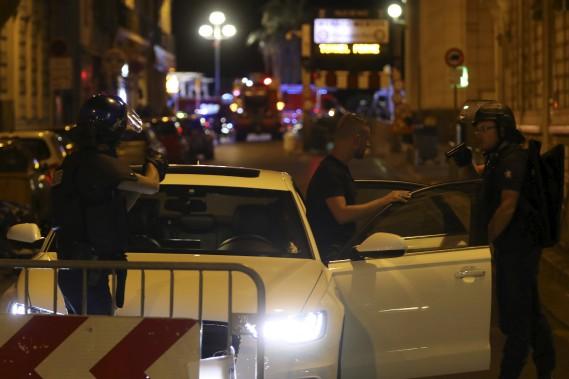 Tous les véhicules ont été contrôlés par les policiers. (AFP, Valery Hache)
