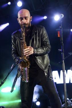 Sam Harris, le chanteur de X Ambassadors, en prestation au parc de la Francophonie (Le Soleil, Caroline Grégoire)