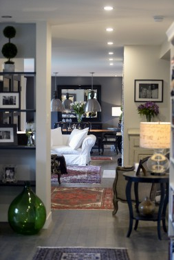 L'avant de la maison est un espace à aire ouverte où se suivent la salle à manger, le salon, le vestibule, le vivoir et le bureau. (Le Soleil, Jean-Marie Villeneuve)