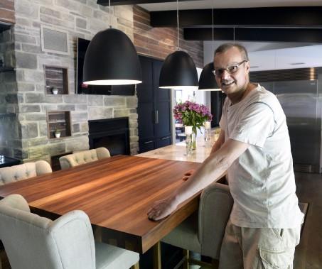 Claude savait qu'en achetant une maison de 1960, il devrait faire des rénovations majeures. (Le Soleil, Jean-Marie Villeneuve)