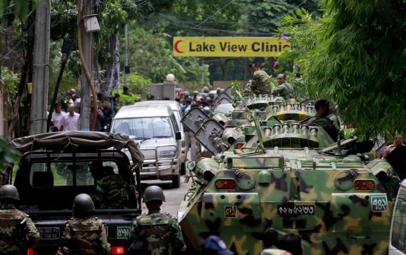 1erjuillet 2016:Bangladesh - Un restaurant est attaqué à Dacca. Une vingtaine d'otages sont tués dans cet attentat revendiqué par le groupe État islamique. (PHOTO AP)