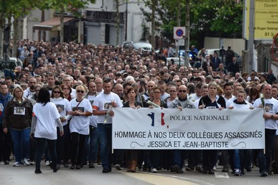 13 juin 2016:France - Assassinat d'un policier et de sa compagne près de Paris, revendiqué par un homme qui a prêté allégeance à l'EI. (PHOTO DOMINIQUE FAGET, AFP)