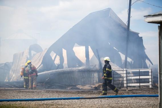 L'incendie s'est propagé très rapidement, si bien qu'en une heure, le bâtiment était considéré perte totale. (Olivier Croteau, Le Nouvelliste)