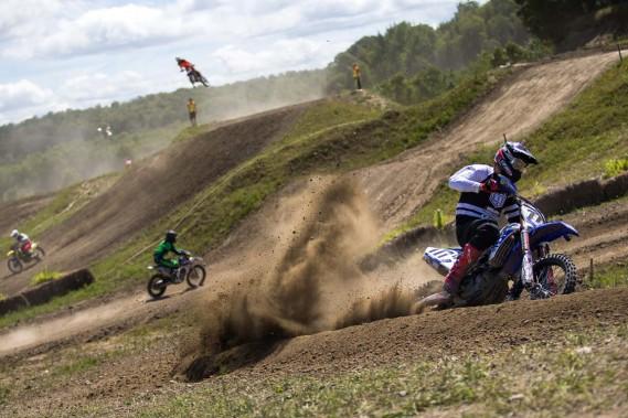 Le Festival de motocross de Sainte-Thècle a l'habitude de composer avec la pluie. Cette fois, le soleil était de la partie et les coureurs ont mordu la poussière alors que le site était exempt de boue. (Olivier Croteau, Le Nouvelliste)