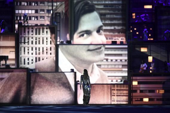 L'ex-mannequin Gisele Bundchen a défilé dans le satde au son del'incontournable chanson <em>La fille d'Ipanem</em>a, de Tom Jobim. (AFP, Leon NEAL)