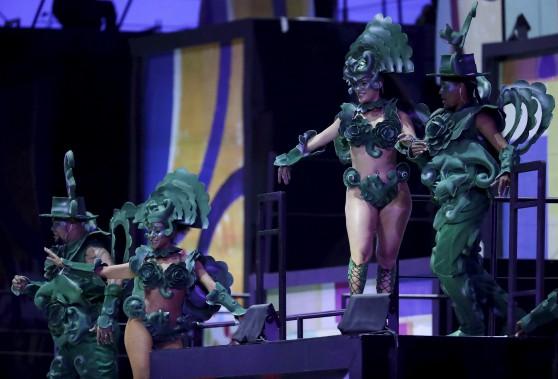 Avec ledéfilé d'écoles de samba, le soirée avait des airs de Carnaval. (AP, Michael Sohn)