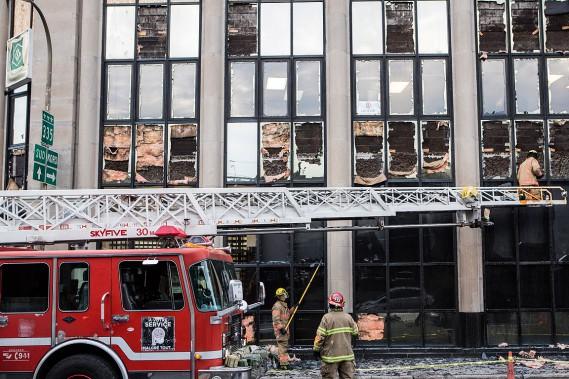L'édifice de Desjardins, non loin de l'explosion, a été fortement endommagé. (PHOTO ÉDOUARD PLANTE-FRÉCHETTE, LA PRESSE)