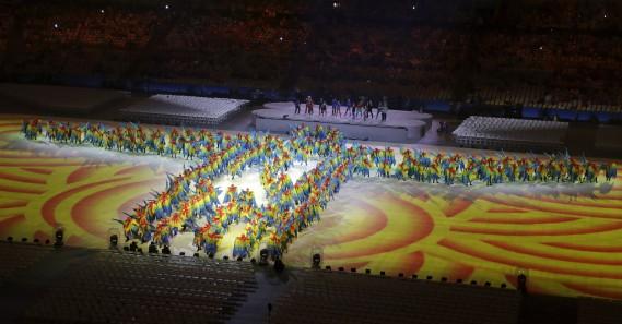 Grand carnaval au stade Maracana pour la fin des Jeux olympiques de Rio. (AP, Chris Carlson)