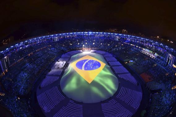 Le stade Maracana était illuminé aux couleurs du Brésil pour la cérémonie de clôture. (AFP, Antonin THUILLIER)