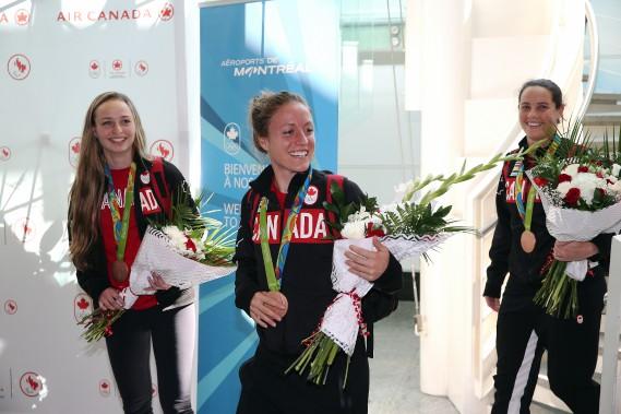 Les joueuses de soccer médaillées de bronze Gabrielle Carle, Josée Belanger et Rhian Wilkinson. (Photo Martin Chamberland, La Presse)