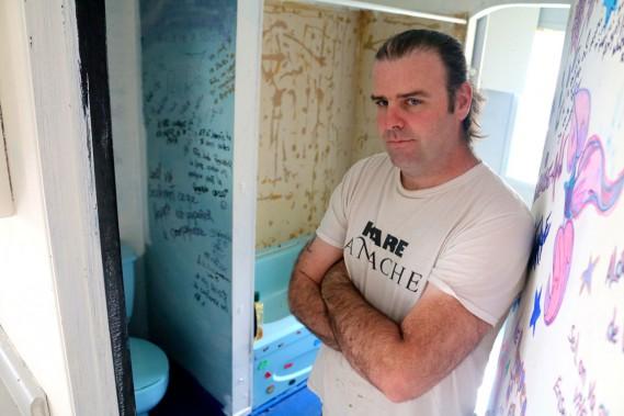 Martin Adams, le propriétaire du logement saccagé, n'en revenait toujours pas plusieurs jours après avoir constaté l'état des lieux. (Audrey Tremblay, Le Nouvelliste)
