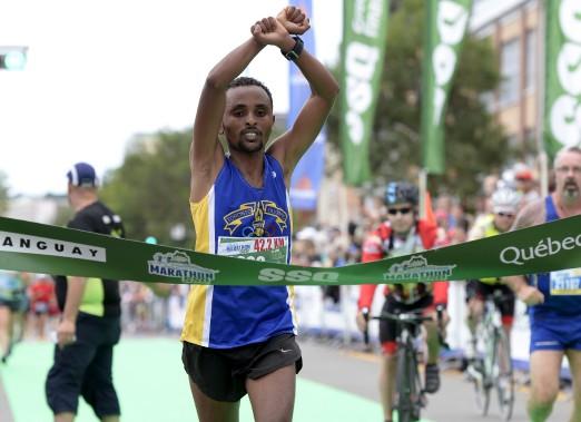 Ebisa Ejigu, de Toronto, a fait le tems le plus rapide au marathon (42,2 km), en bouclant l'épreuve en 02:30:40.8. (Le Soleil, Yan Doublet)