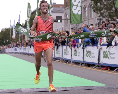 Anthony Larouche, de Québec, a terminé premier au demi-marathon (21,1 km) avec un temps de 01:07:50.9. (Le Soleil, Yan Doublet)