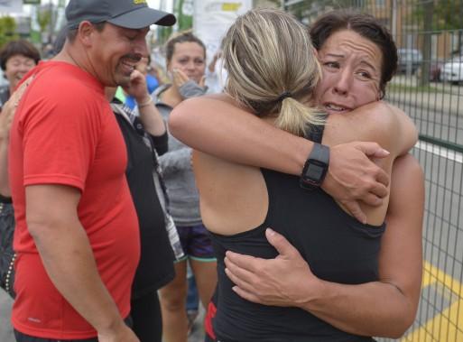 Marie-Ève Bergeron, qui pesait 320 livres il y a cinq ans, était très émue d'avoir accompli son premier marathon, ce qu'elle n'aurait jamais cru possible il n'y a pas si longtemps. (Le Soleil, Yan Doublet)