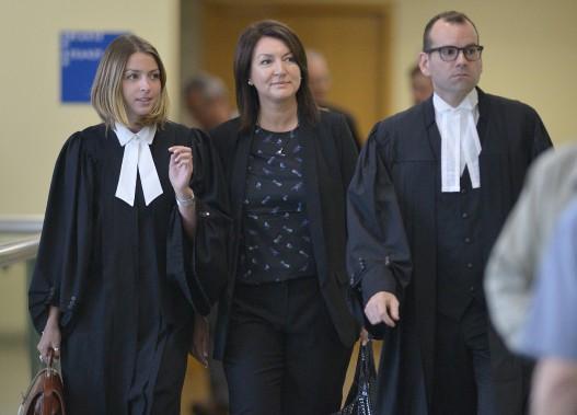 Nathalie Normandeau (au centre) et Me Maxime Roy (à droite), au palais de justice de Québec, le 29 août (Le Soleil, Yan Doublet)