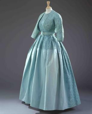 Robe turquoise assortie d'un boléro de même couleur portée pour le mariage de la princesse Margaret avec Antony Armstrong-Jones le 6 May 1960 (Fournie par le Royal Collection Trust.)