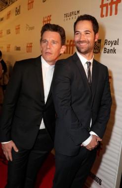 EthanHawkes et ManuelGarcia-Rulfo à la première mondiale du film <i>Les 7 mercenaires</i>, produit par MGM et Columbia Pictures, lors de la soirée d'ouverture de l'édition 2016 du Festival international du film de Toronto (Canada), le jeudi 8septembre. ()