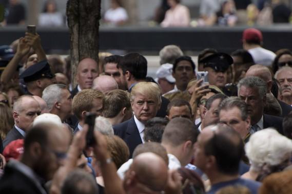 Donald Trump s'est mêlé à la foule pour l'hommage aux victimes du 11 septembre. (AFP)
