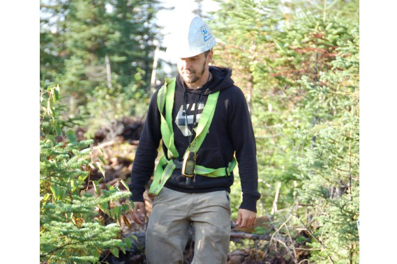 Le technicien forestier Bobby Côté affirme que le métier de forestier n'a toujours pas la cote au sein de la population. Malgré cette impopularité, le technicien considère que la foresterie québécoise est de très bonne qualité. (Photo Le Quotidien, Louis Tremblay)