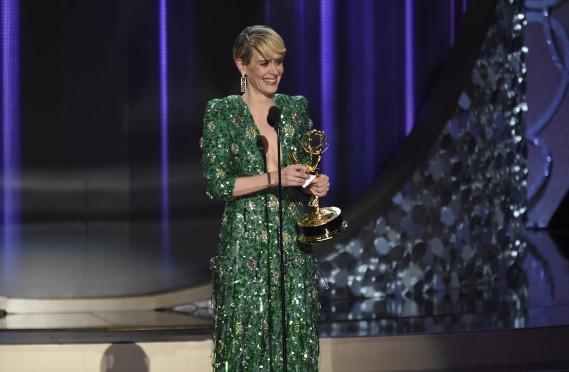 """Sarah Paulson, meilleure actrice principale dans une mini-série pour """"The People v. O.J. Simpson: American Crime Story"""" (AP)"""