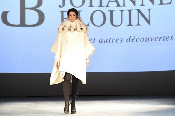 Johanne Blouin a présenté sa collection de tricots, vendredi soir, lors du lancement de l'événement mode Panache. (Photo Le Quotidien, Rocket Lavoie)