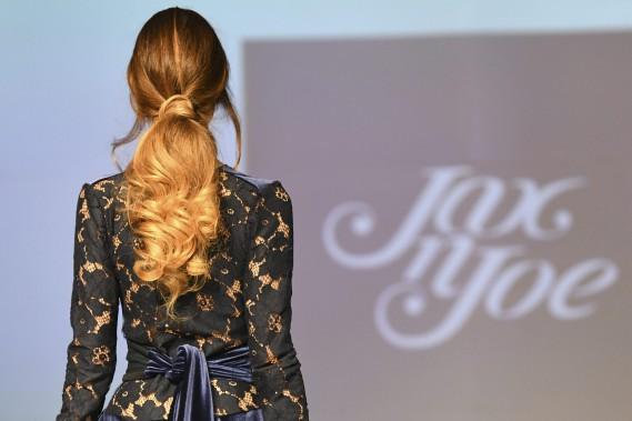Les vêtements de Jax N Joe allient romantisme et modernité. Manifestment, la designer Gabrielle Desgagné a un infini souci du détail et aime faire dans la dentelle. (Photo Le Progrès-Dimanche, Rocket Lavoie)