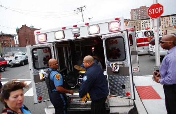 Un premier bilan, non officiel, faisait état de 3 morts et d'une centaine de blessées, dont certains graves. (photo Kena Betancur, AFP)