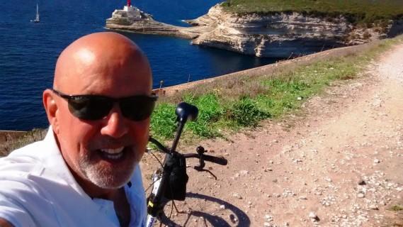 Claude Côté profite de ses rares congés pour faire du vélo dans d'autres pays. (Photo courtoisie)