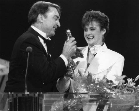 Lionel Duval et Nadia Comaneci en 1990. (Photo Bernard Brault, archives La Presse)