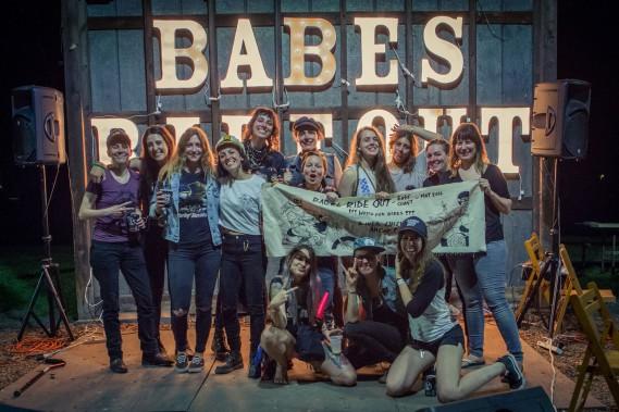 En mai dernier, 10 filles membres <em>Les Litas</em> de MontrŽéal ont mis le cap sur Narrowsburg, dans l'ƒÉtat de New York, pour participer au Babe's Ride Out East Coast, une rencontre annuelle réŽservéŽe aux femmes motocyclistes. (PHOTO JOSƒÉE LECOMPTE, FOURNIE PAR ONELAND.)