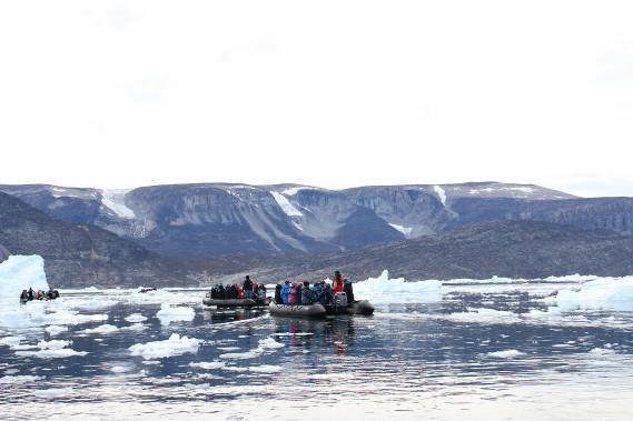 Promenade en Zodiac à travers les icebergs de la mer de Baffin. (Crédit photo: Sarah-Émilie Nault)