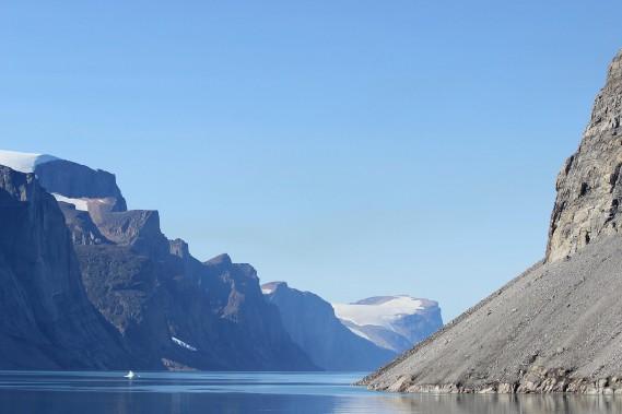 Paysages grandioses aux abords de l'île deSillem, au Nunavut. (Crédit photo: Sarah-Émilie Nault)